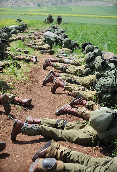 """זאת לבנון? חיילי חטיבת כפיר מתרגלים בגלבוע (צילום: דובר צה""""ל) (צילום: דובר צה"""
