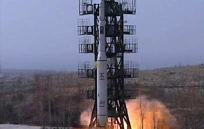 הצפון קוריאנים נכשלו בחודש שעבר בשיגור לוויין לחלל (צילום: EPA) (צילום: EPA)