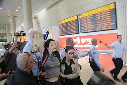 Foreign activists at BG Airport (Photo: Moti Kimchi)