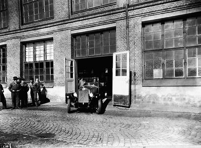 1927, וולוו סדרתית ראשונה עוזבת את פס הייצור