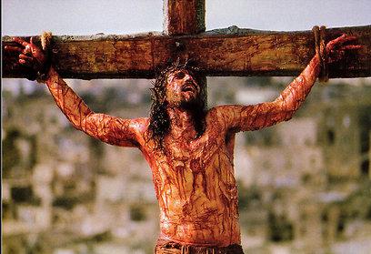 """ג'ים קבזייל הצלוב ב""""הפסיון של ישו"""". תפילה או זוהמה? ()"""