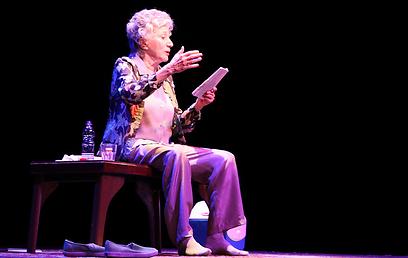 """אולימפיה דוקאקיס ב""""רוז"""". סיפורו של היהודי הנודד (צילום: איציק בירן) (צילום: איציק בירן)"""