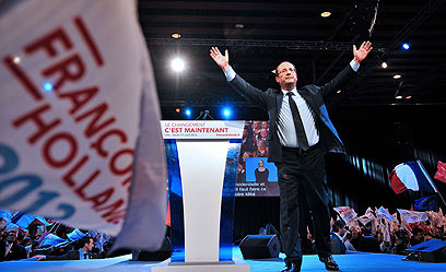 יניף ידיים גם ב-6 במאי? הולנד בעצרת בחירות בליל (צילום: AFP) (צילום: AFP)