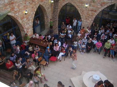 מבקרים במרכז הסביבתי סחנין שעת כדור הארץ (צילום: ארגון חיים וסביבה)