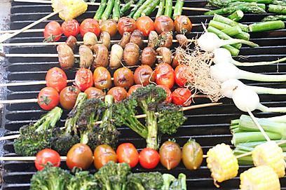שיפודי ירקות (צילום: מיכל וקסמן) (צילום: מיכל וקסמן)