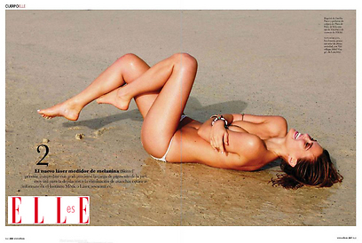 כל כך כיף לי לשכב על החוף עירומה (צילום: מתוך המגזין elle)
