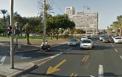 """אזור כיכר רבין בת""""א. מספרי מכוניות מטושטשים (צילום: google maps)"""