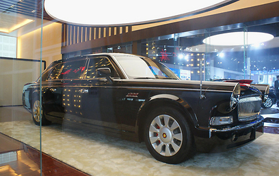גרסה מודרנית למכונית היוקרה הסינית ששימשה את מאו צה טונג - FAW הונגקי L7 ()