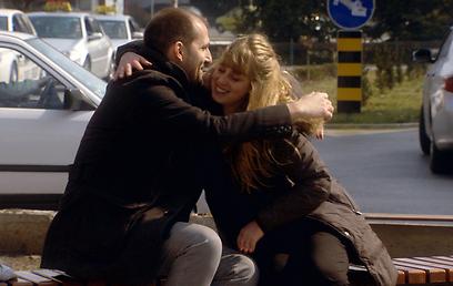 """מתוך """"צריכה להפסיק לחכות"""". משפחה חדשה, סיפור חדש (צילום: ערוץ 10) (צילום: ערוץ 10)"""