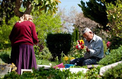 עלייה מוקדמת לקבר בקריית שאול (צילום: ירון ברנר) (צילום: ירון ברנר)