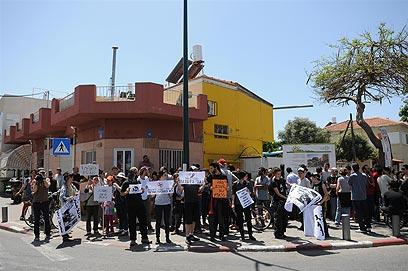 הפגנה נגד זרים בשכונת שפירא בתל-אביב (צילום: ירון ברנר) (צילום: ירון ברנר)