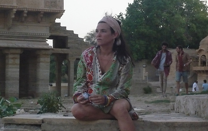"""מתוך """"אננדה"""". גם הודו זה כואב (צילום: HOT3) (צילום: HOT3)"""