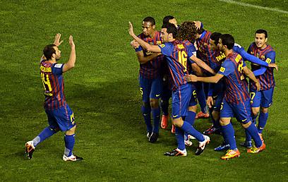 ברצלונה חוגגת מול ראיו וייקאנו (צילום: AFP) (צילום: AFP)