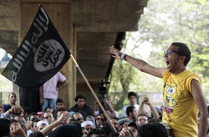 מפגינים במאהל המחאה (צילום: רויטרס) (צילום: רויטרס)