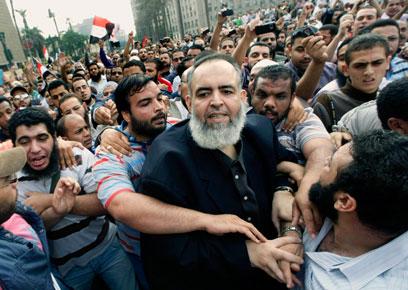 הפגנת תמיכה במועמד הסלפי אבו-איסמעאיל (צילום: AP) (צילום: AP)