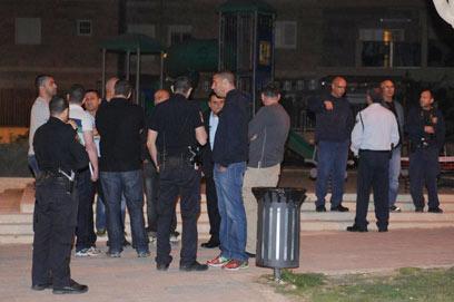 שוטרים ושכנים, הלילה בבאר שבע (צילום: הרצל יוסף) (צילום: הרצל יוסף)