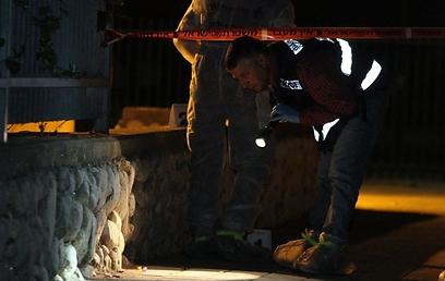 במשטרה בודקים אם הסכסוך החל בגן, או שהדוקרים ארבו לנער (צילום: עופר עמרם) (צילום: עופר עמרם)