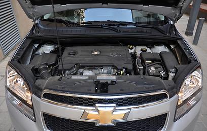 למעט שיהוי ביציאה מהמקום, המנוע חזק וגמיש - אך אינו חסכוני (צילום: רועי צוקרמן) (צילום: רועי צוקרמן)