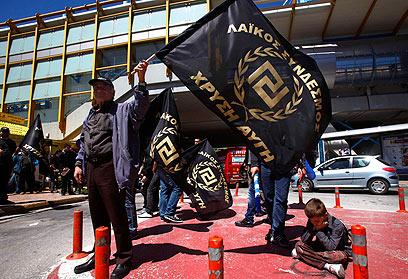 תומכי המפלגה בהפגנה (צילום: רויטרס) (צילום: רויטרס)