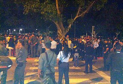 """מפגינים בדרום תל אביב. """"הזנחה ממשלתית שגם ישי אחראי לה"""" (צילום: אריק קצב) (צילום: אריק קצב)"""