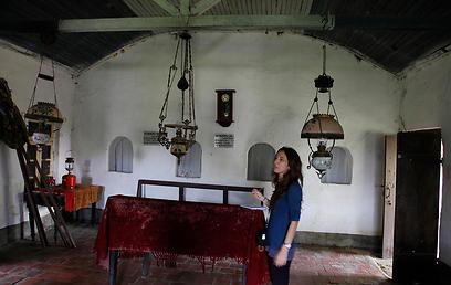 בתוך בית הכנסת (צילום: יובל בוים) (צילום: יובל בוים)