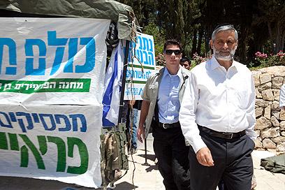 Yishai at 'suckers' tent' (Photo: Ohad Zwigenberg)