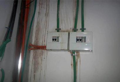 צנרת חשמל שמונחת שלא בתור שרשור מגן ()