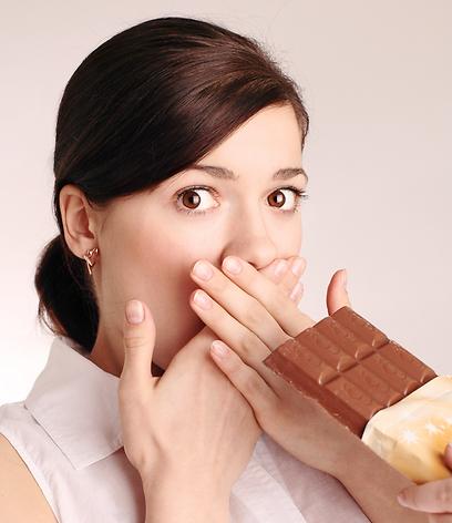 אכילת מתוקים לא תרגיע את ההתקף (צילום: shutterstock)