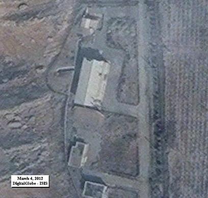 בסיס פרצ'ין. מחלוקת על הכניסה (צילום: DigitalGlobe-ISIS)