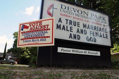 """""""נישואים אמיתיים - גבר, אישה ואלוהים"""" (צילום: AP)"""