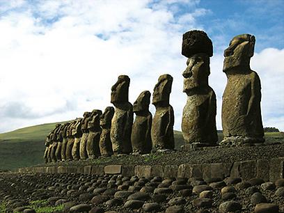פסלי הבזלת הוולקאניים. הסמל של איי הפסחא (צילום: אלון בט, טבע הדברים) (צילום: אלון בט, טבע הדברים)