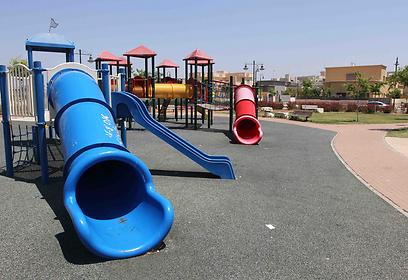 גני שעשועים לילדים ונוף לים (צילום: עידו ארז) (צילום: עידו ארז)