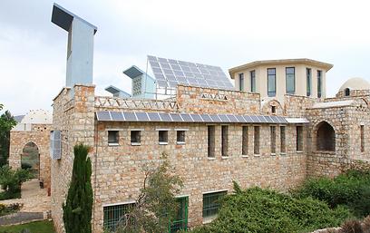 קולטים סולריים על הגג (צילום: חגי אהרון) (צילום: חגי אהרון)
