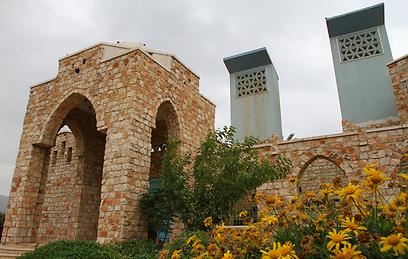 קירות מחומרי בנייה מקומיים (צילום: חגי אהרון) (צילום: חגי אהרון)