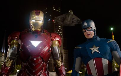 קפטן אמריקה ואיירון-מן. אינטראקציה בין הדמויות ()