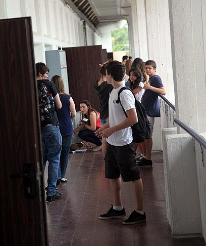 הבגרות באנגלית בתיכון ליידי דיוויס בתל-אביב עברה בלי בעיות (צילום: מוטי קמחי) (צילום: מוטי קמחי)