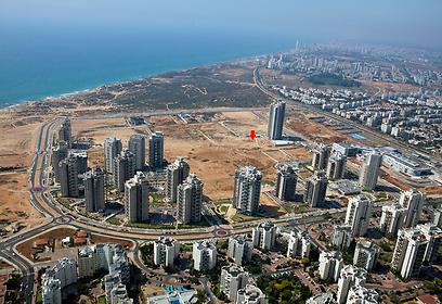 צילום אוויר של המגרש שמכרה חברת יהלומית פרץ בעיר ימים בנתניה  (צילום: רזיאל אדריכלים) (צילום: רזיאל אדריכלים)