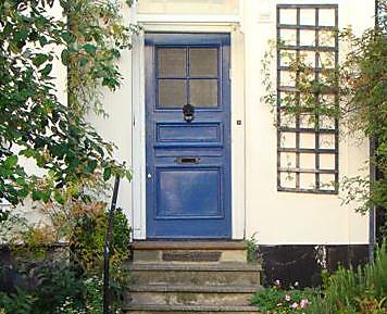 דלת כחולה - אלמנט של מים (צילום: שרונה פומס)