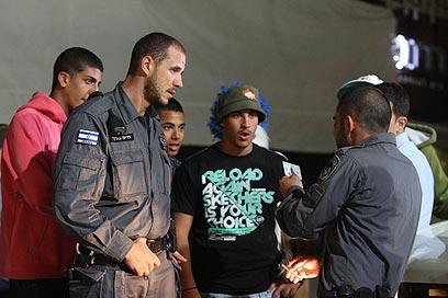 """שוטרי יס""""מ בנמל תל אביב (צילום: מוטי קמחי) (צילום: מוטי קמחי)"""