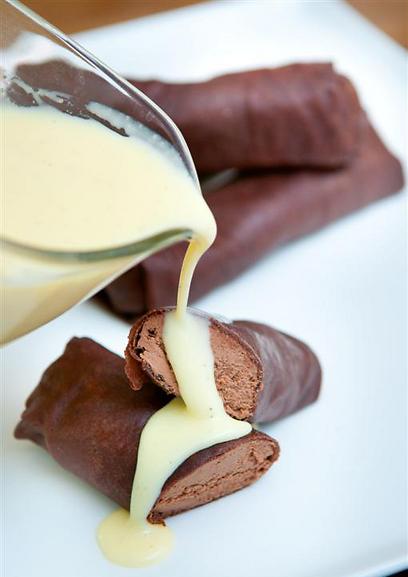 לא מהעולם הזה. בלינצ'ס שוקולד במילוי גנאש שוקולד (צילום: ירון ברנר)