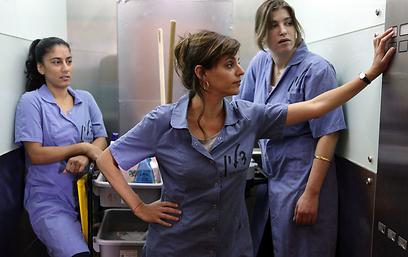אירנה, אסנת ואמאל. כמה מאיתנו יודעים את שמן של המנקות? (צילום: ורד אדיר) (צילום: ורד אדיר)
