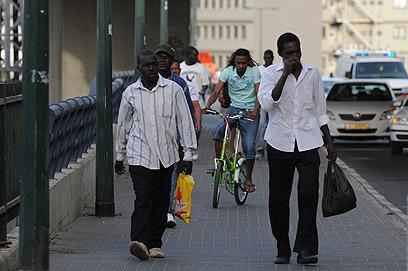 זרים בשכונת התקווה, תל אביב (צילום: ירון ברנר) (צילום: ירון ברנר)