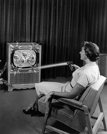 שלט רחוק בטלוויזיה ישנה של זניט  (צילום: AP) (צילום: AP)