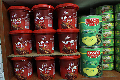 Israeli chocolate spread in Bethlehem store (Photo: Gil Yohanan)