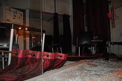 הבר של אמניאי זגטה לאחר ההשחתה, אמש (צילום: ירון ברנר) (צילום: ירון ברנר)