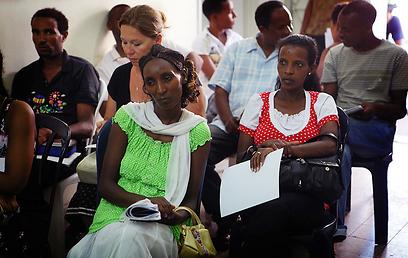 בחרו לעשות למען החלשים ביותר. מחכים בתור (צילום באדיבות: רופאים לזכויות אדם ) (צילום באדיבות: רופאים לזכויות אדם )