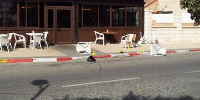 """זירת האירוע. רצח במקום הומה אדם (צילום: אחיה ראב""""ד) (צילום: אחיה ראב"""