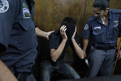 הנאשם בבית המשפט (צילום: מוטי קמחי)