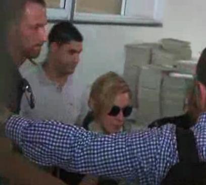 מדונה מגיעה למלון בתל אביב (צילום: רויטרס) (צילום: רויטרס)