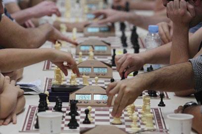 """מועדון השחמט בכפר סבא. """"מצליחים גם ליהנות"""" (צילום: עידו ארז) (צילום: עידו ארז)"""